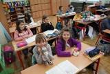 Najmłodsi uczniowie wrócili do szkół. Sprawdziliśmy, jak radzą sobie w nowej rzeczywistości