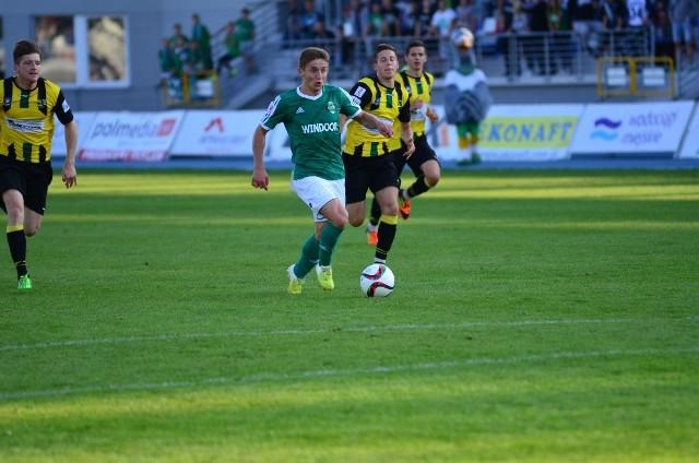 Dariusz Brągiel (w zielonej koszulce) strzelił w niedzielnym meczu swoją pierwszą bramkę w barwach Radomiaka Radom. Pokonał bramkarza Siarki Tarnobrzeg w 69 minucie.