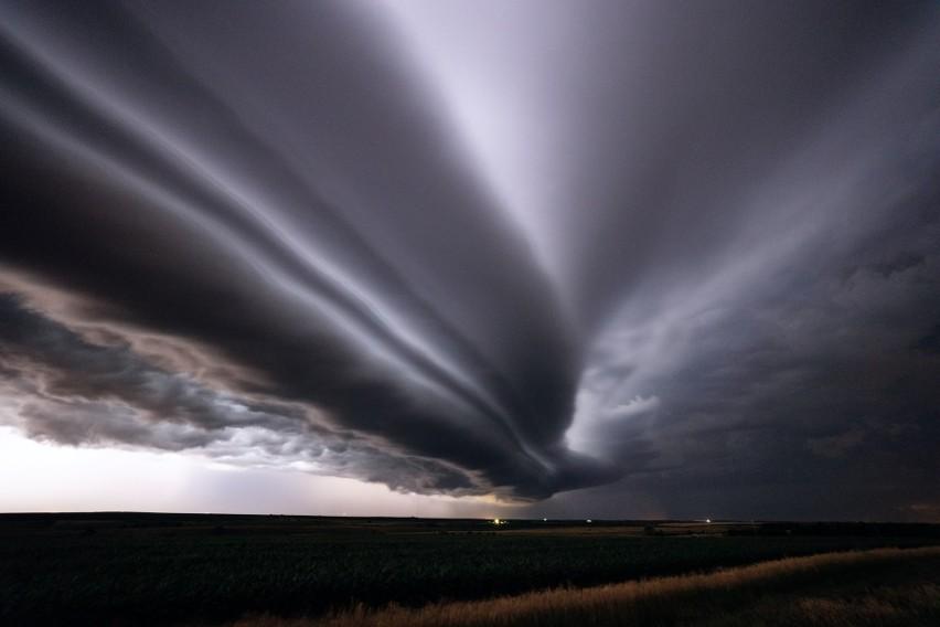 Nieziemskie zdjęcia burzy, tornad i cyklonów. Najbardziej fotogeniczne zjawiska atmosferyczne (foto + wideo)