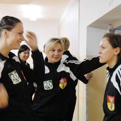 Korytarz to jest dobry, ale... do żartów. Od lewej Katarzyna Kalinowska, Ilona Gierak i Katarzyna Walawender.