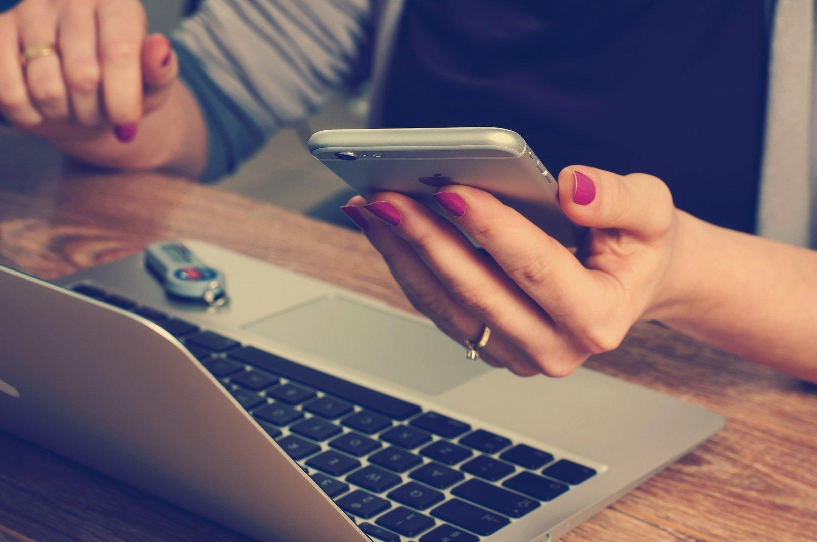 020229bb3 Oszuści wysyłający SMS-y do klientów banku mogą podawać się za kurierów,  bądź przedstawicieli