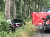 Śmiertelny wypadek w Opolu. We wtorek rano ford mondeo uderzył w drzewo. Zginęła pasażerka, dwie osoby są ranne