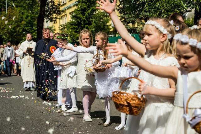 Boże Ciało: uroczysta procesja przeszła wokół kościoła pw. Najświętszego Serca Pana Jezusa w Bydgoszczy.
