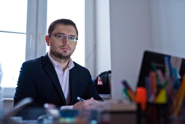Prezes Stowarzyszenia Stop Bankowemu Bezprawiu Arkadiusz Szcześniak tłumaczy w rozmowie z Agencją Informacyjną Polska Press jakie będą następne kroki dążące do zmiany umów z bankami.