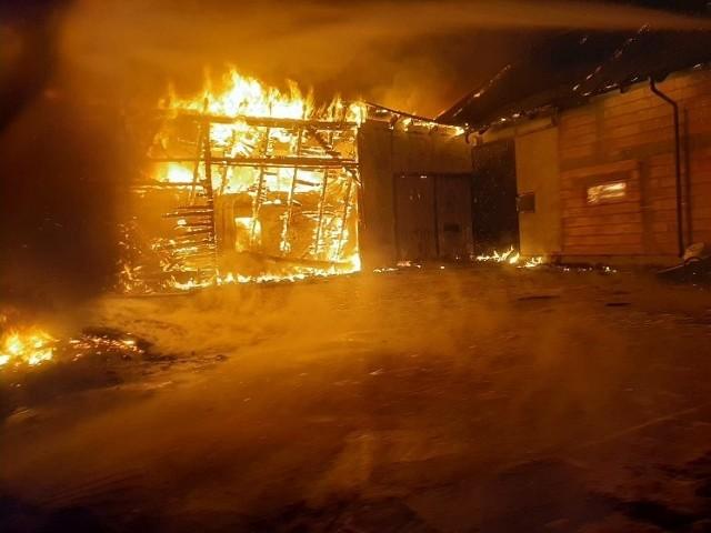 Pożar hali produkcyjnej w Popowie (pow. lęborski) 29.08.2020