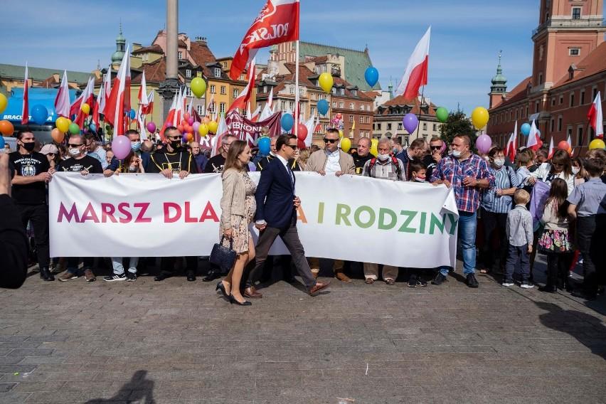13 proc. młodych rodziców w Polsce żałuje tego, że...