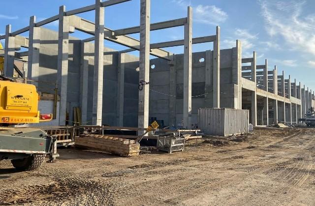 Zdjęcia z placu budowy nowej hali produkcyjno magazynowej przy ulicy Tytoniowej w Radomiu.