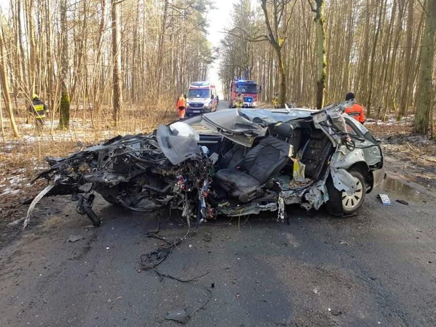 Na miejscu tragicznego wypadku w Białej działali strażacy ze...
