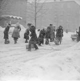 Kiedyś to był atak zimy! Do odśnieżania używano nawet czołgów. Zima stulecia w 1978 roku w Polsce