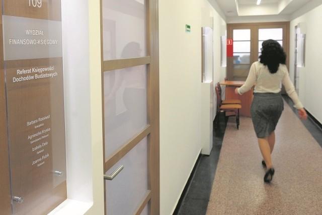 W ratuszu w Opolu pracuje już ponad 500 osób, ale nowi wciąż są zatrudniani. Obecnie trwają nabory na trzy stanowiska.
