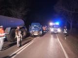 Trześcianka. Wypadek na DW 685. Kolizja samochodu ciężarowego, busa i ciągnika rolniczego. Droga była zablokowana [ZDJĘCIA]