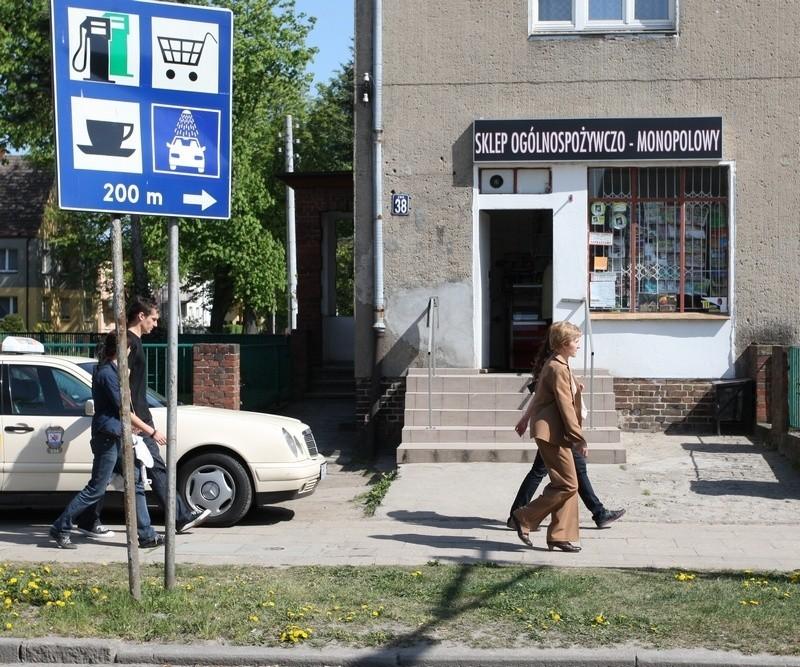Znak informacyjny stojący przy skrzyżowaniu ulic Arciszewskiego i Sułkowskiego.