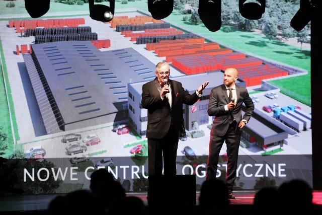 Sławomir Żubrycki (z lewej) i Jacek Bakun opowiadali nie tylko o przeszłości firmy, ale też o jej przyszłości.