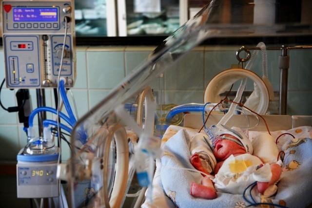 W chwili narodzin dziewczynka miała 1,7 promila alkoholu, m.in. sąd zdecydował się pozbawić jej matkę praw rodzicielskich