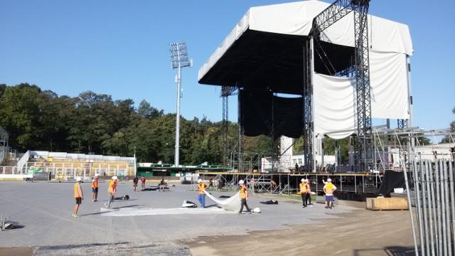 Po koncercie Linkin Park w Rybniku sprzątają stadion. A tak było w czasie koncertu. Czytaj recenzję z koncertu Linkin Park w RybnikuorazZobacz wideo