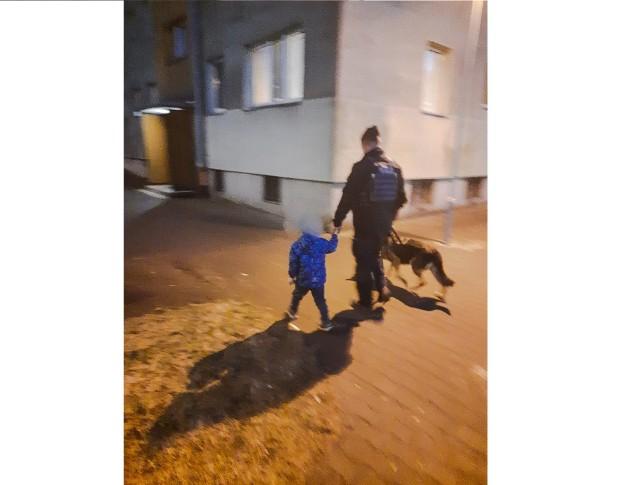 Policjanci pomogli płaczącemu 4-latkowi.