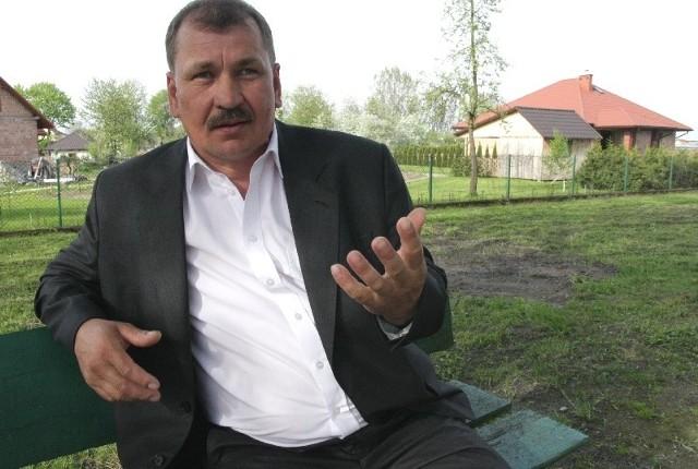 Ziemia nie powinna leżeć odłogiem. Jeśli jest okazja żeby ją zagospodarować z korzyścią dla mieszkańców, to zawsze w takie przedsięwzięcie się włączę – mówi Dariusz Kasper, radny i gospodarz z Tryńczy.