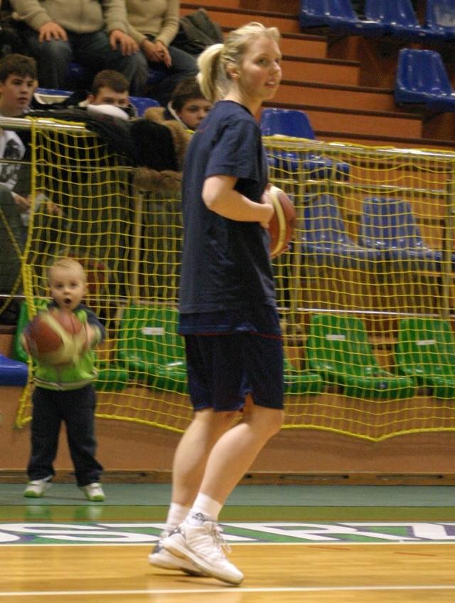 Na hali nie zabrakło też najmłodszych kibiców basketu