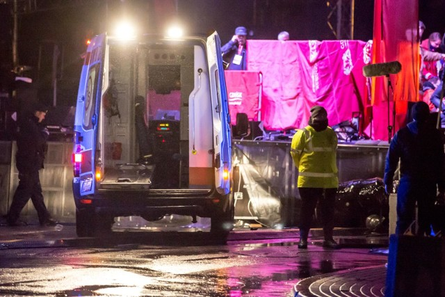 Podczas trwającego 27. Finału WOŚP w Gdańsku na scenę wtargnął napastnik, który nożem zaatakował prezydenta Pawła Adamowicza