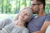 Poradnik opiekuna. Jak rozmawiać z ciężko chorym? Jak przekazywać bliskim trudne informacje?