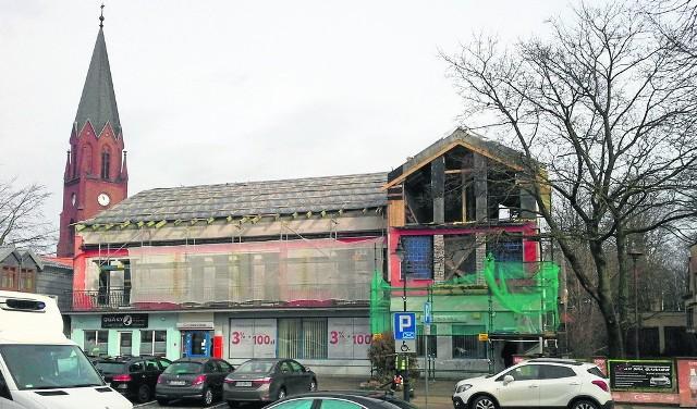 Trwa remont budynku przy ul. Marynarki Polskiej w Ustce. Powstaną tu apartamenty.
