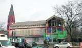 Trwa remont budynku przy ul. Marynarki Polskiej w Ustce. Powstaną tu apartamenty