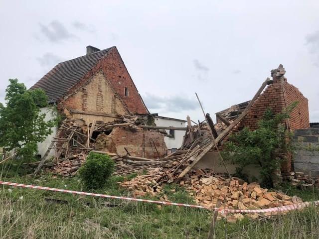Zdjęcia lokalnego portalu ratowniczego olesnica998 pokazują rozmiar zniszczeń w Ostrowinie