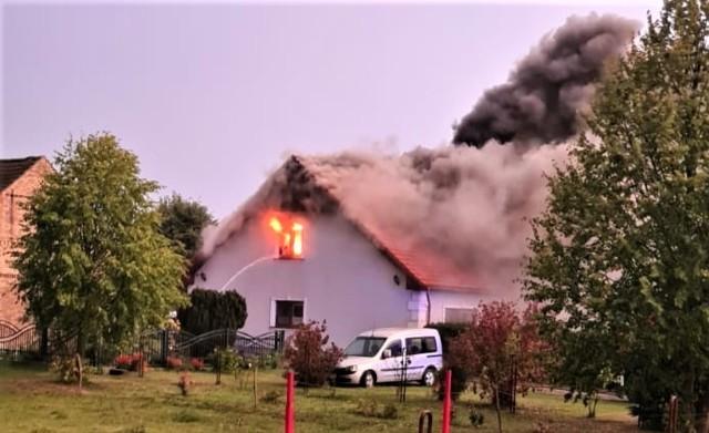 Dom w Krasowcu gasiły jednostki: JRG2 Gorzów, OSP Krasowiec, OSP Ulim i OSP Osiedle.