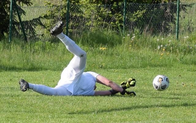 Do zakończenia sezonu w III lidze pozostała jedna kolejka spotkań, w IV lidze - trzy, w gorzowskiej klasie okręgowej - jedna, w zielonogórskiej - dwie, w większości klas A - trzy