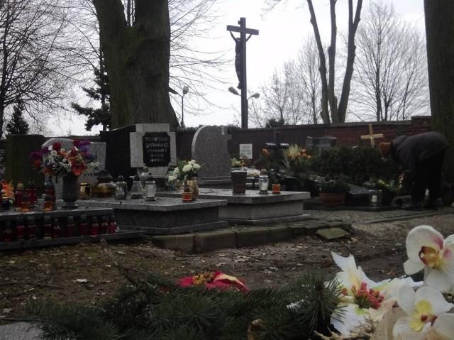 """Na cmentarzu """"Jeruzalem"""" w Raciborzu IPN poszukuje szczątków ofiar raciborskiego więzienia."""