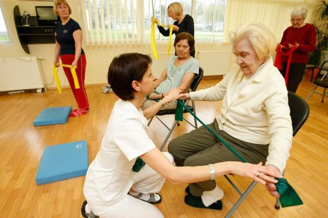 Zajęcia rehabilitacyjne pacjentów chorych na chorobę Parkinsona
