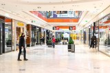 Galerie handlowe stopniowo wracają do normalnego funkcjonowania. Część handlowców twierdzi, że zbyt późno poinformowano o otwarciu. Zdjęcia