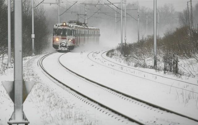 PKP przeprasza za utrudnienia i tłumaczy problemy silnymi mrozami oraz opadami śniegu. Sprawdź największe opóźnienia w Polsce i w regionie na kolejnych slajdach >>>