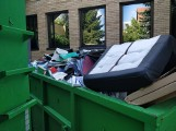 Bulwersująca zawartość kontenera w Pile. W środku dokumenty z danymi klientów Santander Bank Polska