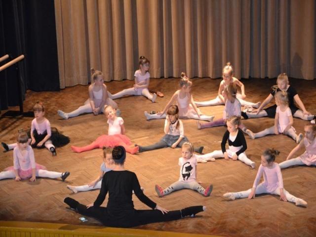 Pokazowe lekcje baletu.