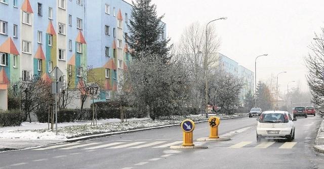 Kartki z informacją o zakazie grillowania na balkonach i tarasach wywieszono m.in. w blokach na Olechowie.