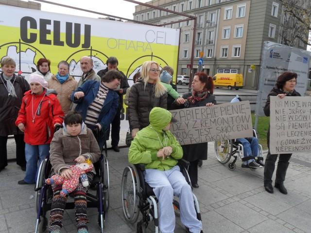 Protest rodziców dzieci niepełnosprawnych w Częstochowie