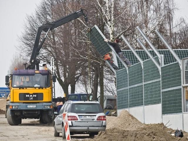 Ekrany antyhałasowe budzą opór mieszkańców ul. Grunwaldzkiej.