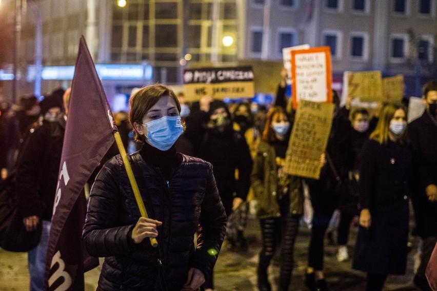 Protesty przeciwko zaostrzeniu prawa aborcyjnego trwają w...