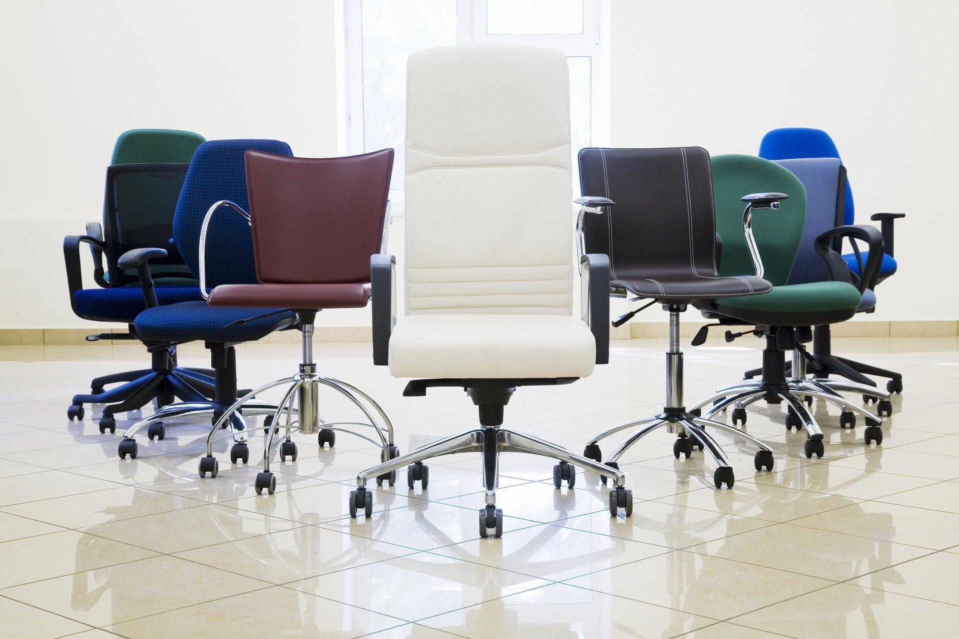 Jak wybrać wygodne krzesło do biurka, czyli pięć kwestii, na