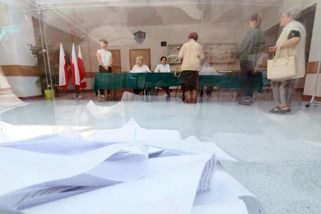 Głosowanie poza miejscem zamieszkania. Co trzeba zrobić? 8 października mija termin na dopisanie się do spisu wyborców. Do 11 października można pobrać zaświadczenie o prawie do głosowania poza miejscem zamieszkania.