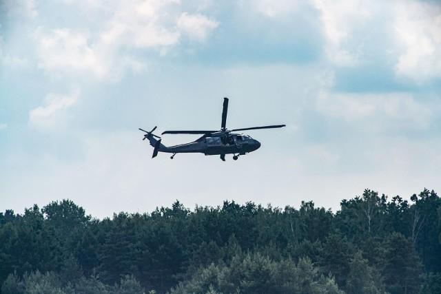 Policja ćwiczyła we wtorek (6.07) na białostockim lotnisku Krywlany. Odbyły się manewry specjalnego helikoptera Black Hawk.