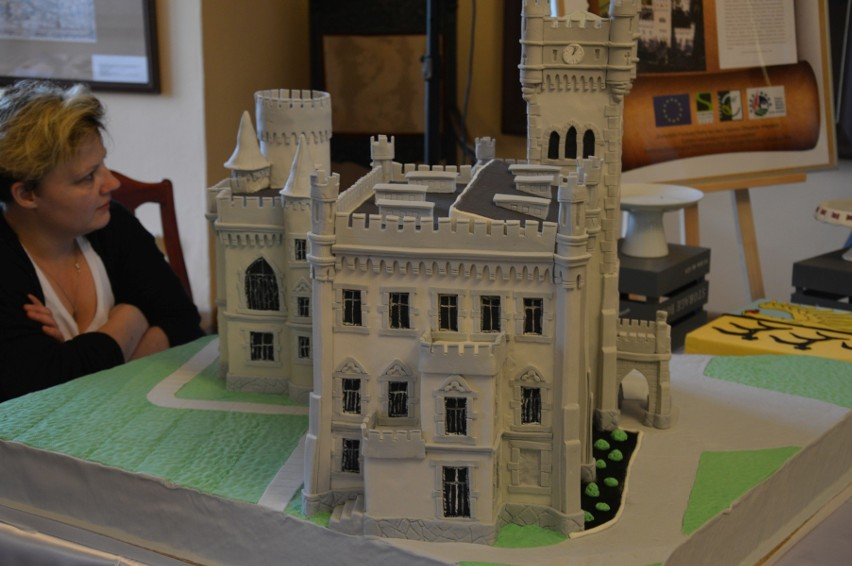 Grand Prix przyznawane przez publiczność trafiło do pani Jolanty Mierzwiak z Nysy, autorki tortu w kształcie pałacu w Jędrzejowie.