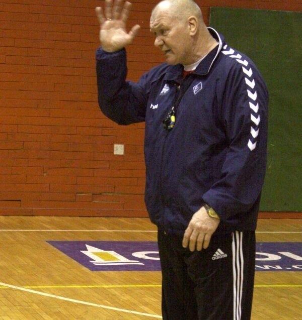 Giennadij Kamielin prowadził zespół ASPR-u w dwóch meczach i dwa razy wygrał. Dzięki zwycięstwu w Sandomierzu jego podopieczni awansowali na 2. miejsce w tabeli I ligi.