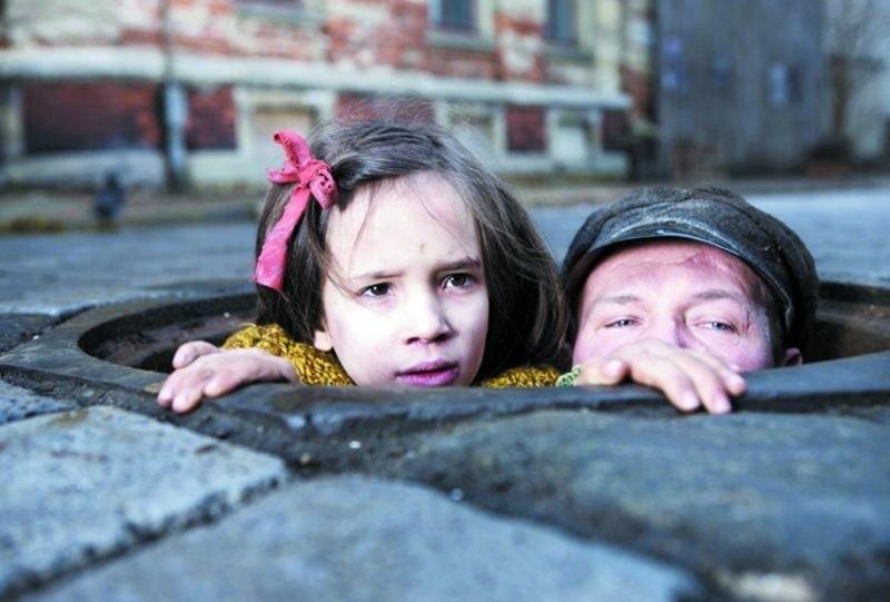 """Bilet na film """"W ciemnościach"""" (fot.) i """"Sztos 2"""" kosztuje 15 złotych."""