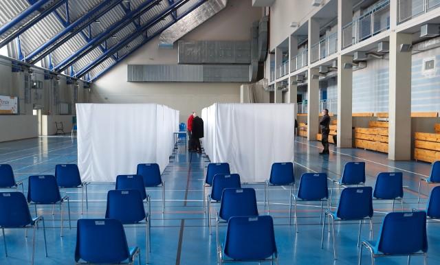 Punkt szczepień masowych w Hali Podpromie w Rzeszowie jest gotowy. Ale na jego otwarcie jeszcze poczekamy