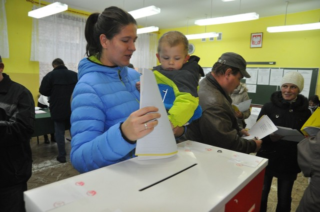 W szkole w Starym Chwalimiu głosują mieszkańcy gminy Barwice.
