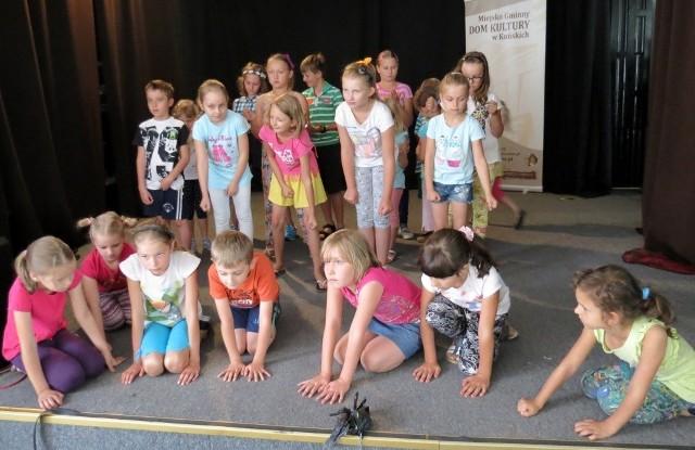 Dzieciaki podczas próby do piątkowego spektaklu