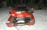 Kurzyny. 18-latek spowodował wypadek. Wbił się golfem w drzewo (zdjęcia)