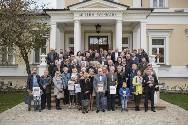 Oto laureaci Konkursu na Najlepiej Zachowany Zabytek Wiejskiego Budownictwa Drewnianego w Województwie Podlaskim 2019.